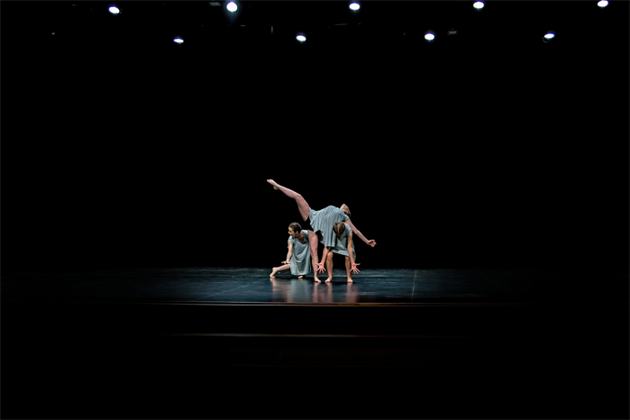 Emma S Zoe group modern dance 2017
